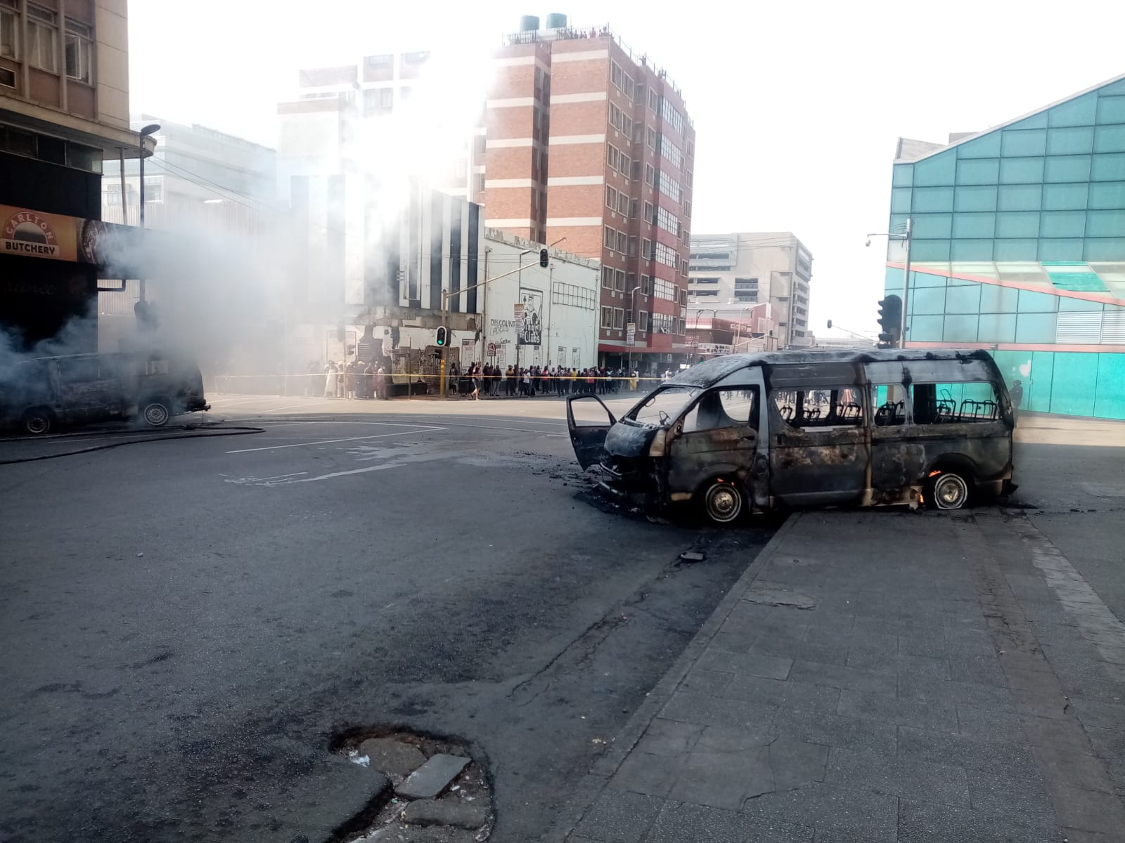 WATCH | At least 4 taxis torched as violence erupts between rival taxi associations in Joburg